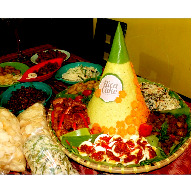 Tumpeng Flica Cake and Chocolate Foto by Mala