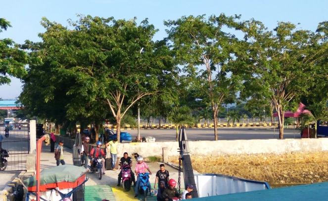 3 Antrian Pelabuhan Raha